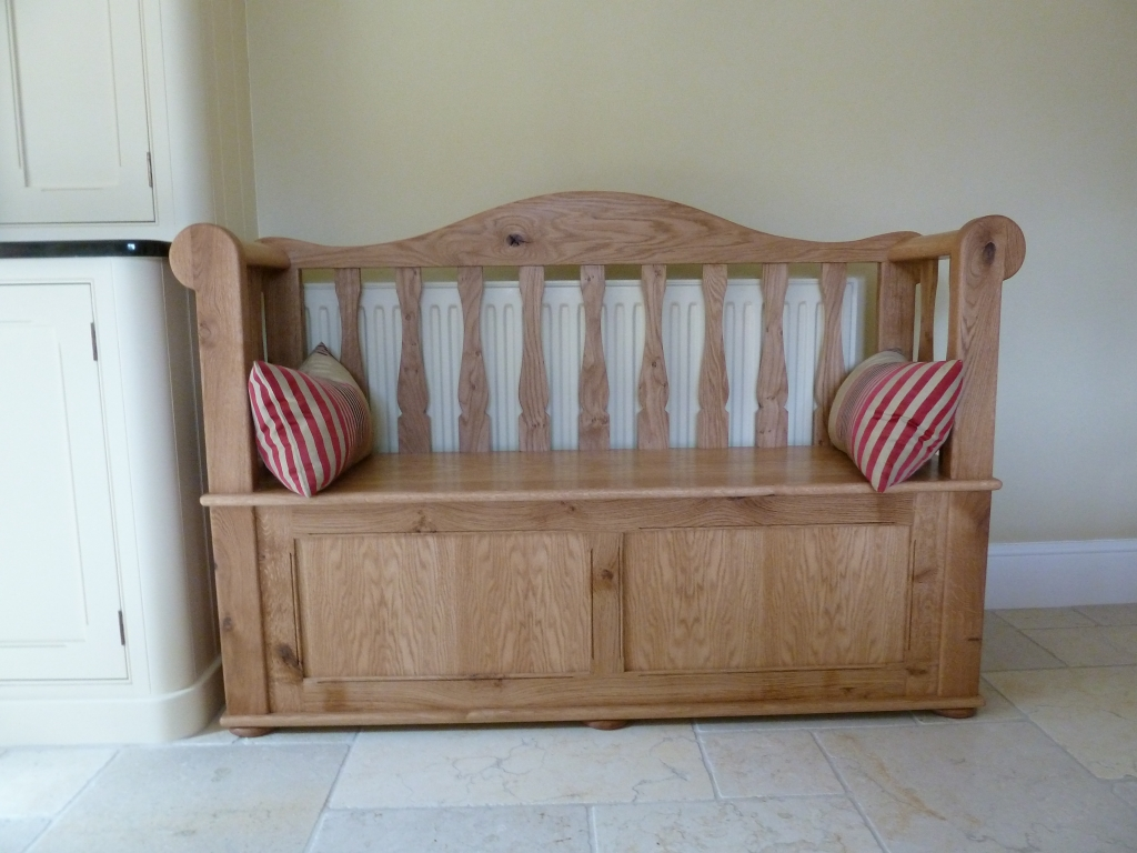 Rustic oak settle